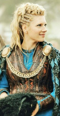 Lagertha Braids. I'm completely and inevitably in love with her hairstyles