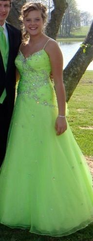 Dress for sale from Trenton GA, worn twice asking $250 paid $600 size 10 altered to be an 8.  Contact me at nikkiclarkk@icloud.com for more information. #prom #dress #forsale #green #promdress