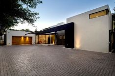 The Minimalist home Moss Oaklands, Contemporary Dream Home