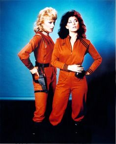 Jane Badler as Diana and June Chadwick as Lydia, from V.