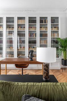 〚 Bright modern apartment with classic details in Vilnius 〛 ◾ Photos ◾Ideas◾ Design – rustic home interior Home Library Design, Home Office Design, Home Office Decor, Home Interior Design, Interior Decorating, Home Decor, Modern Interior, Modern Decor, Classic Interior