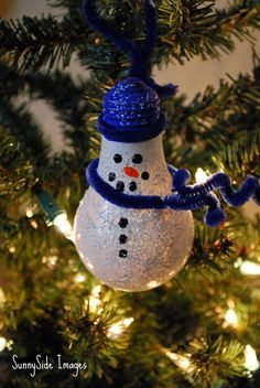Light bulb snowman | Community Post: DIY Recycled Ornaments