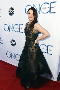 EMILIE DE RAVIN  Great photos from the Once Upon a Time premiere event and a look into Storybrooke getting Frozen on Sunday in the Season Premiere! Who's excited!?! See all the photos here: http://klou.tt/1i3bpsuaxmvau