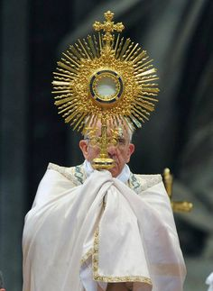 Why Adoration Touches Young People Even Pope Francis is moved by adoration. Papa Francisco, Catholic Saints, Roman Catholic, Adoration Catholic, Catholic Prayers, Catholic Online, Sun Worship, Religion Catolica, Bride Of Christ