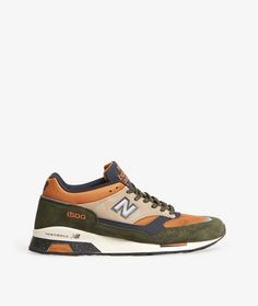 Proudly handcrafted at the legendary UK Flimby factory, the New Balance 1500 is constructed with premium suede and breathable mesh atop a Encap midsolde and grippy rubber outsole.