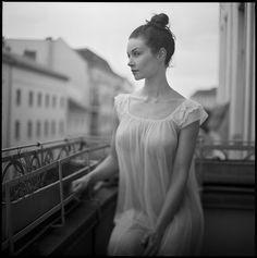 M est une création de Gregor L.. Catégorie Gens, Portrait, Femme, Photographie, Film moyen format. Rolleiflex. analog-film. 328 points, 96 appréciations, 8 commentaires, 26 favoris, 2K vues, 3 projets de groupe. Image #539803.