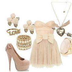 Voici une petite robe vintage !! Avec les chaussures et les accessoire assortis !!! Voila si vous aimez la tenue autant que moi kiffer ou commentez !!! un kiff de ta par = un sourire pour moi :) !!...