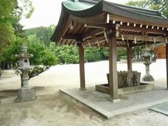 A large outer main gate! Historical and Traditional building! Hayatani shinto shrine Part2 - Japan.http://japan-temple-shrine.blogspot.jp/2013/07/a-large-outer-main-gate-historical-and.html
