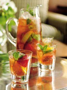 Bevanda alla frutta estiva Non Alcoholic Cocktails, Summer Cocktails, Cocktail Drinks, Cocktail Recipes, Flan, V8 Juice, Fat Foods, Healthy Detox, Antipasto