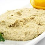 Garbanzo Beans (otherwise known as chickpeas) and tahini (which is sesame seed butter) are the main ingredients in hummus.Garbanzos are a good source of fiber and protein and are generally higher i… Hummus Recipe With Tahini, Easy Hummus Recipe, Homemade Hummus, Chickpea Hummus, Cauliflower Hummus, Hummus Dip, Cupcake Fit, Diabetic Recipes, Diet Recipes