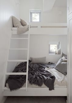 perfect loft bed solution for small spaces. Photo: Home Adore Small Space Living, Small Rooms, Small Spaces, Tiny Living, Kids Rooms, Bunkbeds For Small Room, Bunk Beds With Stairs, Kids Bunk Beds, Bunk Beds For Adults