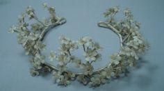 Tocado de novia con flores de azahar realizado en cera y de forma artesanal - Charo Agruña