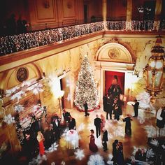 Perhaps it is because of movies such as Miracle on 34th Street but there are few places as iconic as New York City at Christmas time. When I received an invitation to attend the black tie Christmas ball at the Metropolitan Club of New York City there was only one answer I would dream of giving my hostess.  The Metropolitan Club of New York is one of the largest and oldest private social clubs in New York City. It has all the appearances of being a former private residence of one of the…