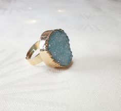 A pretty ring with gilded agate druse in the color blue. The ring is equipped with an adjustable ring rail and fits a wearer who needs ring size 17 or a larger size. The ring is made of gilded brass. Messing, Druzy Ring, Rings, Etsy, Jewelry, Gold Plated Rings, Color Blue, Jewlery, Jewerly