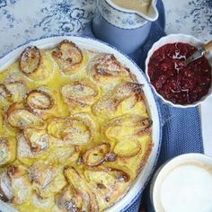Topfenpalatschinken mit Zimtsauce!  Rezept gibt's auf meinem Blog! #baking #palatschinken #süßesfürdieseele #soulfood #zimt #topfen #backenistliebe #vanille #wohlfühlessen #familyfood #österreichischeküche #ichliebefoodblogs #meinleckeresleben
