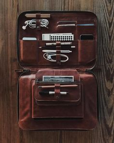 Thinking Of Purchasing A Laptop? Many people today are looking to get a new laptop, but have no idea of all the technology that is included inside one. Ipad, Leather Briefcase, Leather Wallet, Leather Laptop Bag, Leather Projects, Leather Accessories, Laptop Accessories, Leather Design, Organizer
