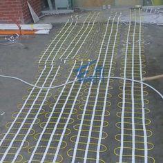 Elektrikli Yerden Zemin Isıtma  Yerden ısıtma sistemleri, zemin altına yerleştirilen ısıtıcı kablo/şilte/folyo ve bunları anahtarlayan termostattan oluşur.  Yerden ısıtma, radyatör ile ısıtmaya göre pek çok avantaja sahiptir. Radyatörde ısınan 50-70oC lik hava, yanmış tozla birlikte tavana yükselir. Tavanda soğuyan hava oda çevresinde sirkülasyon yaparak zemine iner. Bu tip ısıtmada beklentimizin aksine daima tavan en sıcak zemin ise en soğuktur. Sonuç, daha çok ısı kaybı, kötü ısınma ve…