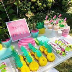 Aloha Party, Luau Theme Party, Hawaiian Party Decorations, Festa Party, Summer Party Favors, Farm Party, Spongebob Birthday Party, Luau Birthday, Summer Birthday