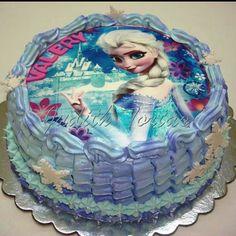 Torta decorada con merengue. Frozen. Por: Judith Tortas. Pto. Ordaz/ Venezuela.