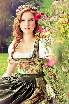A Lena Hoschek dirndl dress, give me this and I'll go celibrate Oktoberfest every day! Dirndl Dress, Lolita Dress, Beer Girl, Folk Costume, Costumes, Up Girl, Corsage, Traditional Dresses, Look Fashion