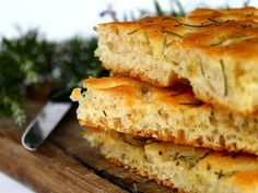 Fresh Herb Sprouted Focaccia-Sink your teeth into this tasty and healthy sprouted focaccia bread. Guest Post By: Kaitlyn Ashner, Dominican University Nutrition and Dietetics Student Have you ever wanted to bake focaccia bread … Traeger Recipes, Grilling Recipes, Focaccia Recipe, Oven Roasted Turkey, Dough Ingredients, Sem Lactose, Artisan Bread, Gastronomia, Bagel Pizza
