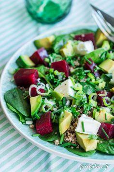 Salade d'Épinards, Lentilles, Betterave, Chèvre, Avocat, Quinoa, et Herbes - Food for Love