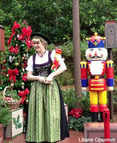 At the German pavilion Helga welcomes visitors throughout the afternoon telling the origins of the first Christmas tree, the advent calendar and how the nutcracker became a staple in homes worldwide. She is funny and witty. Don't miss a picture opportunity with her and a giant nutcracker at the end of her tale.