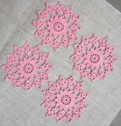 uncinetto rosa sottobicchieri sottobicchieri di di DelicateUrban Thread Crochet, Crochet Motif, Crochet Doilies, Crochet Home, Crochet Gifts, Doily Patterns, Crochet Patterns, Thanksgiving Crochet, Granny Square Projects