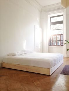 Platform Bed Ideas - Is it time for a brand-new DIY platform bed? Right here are the top DIY bed tasks for a variety of lovely structures fit for several houses! Low Bed Frame, Simple Bed Frame, Minimal Bed Frame, Pine Bed Frame, Bed Frames, Floating Platform Bed, Bed Platform, Diy Platform Bed Frame, Floating Bed Frame