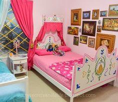Disney's Frozen Inspired Bedroom – My Secret Vanilla Life Frozen Inspired Bedroom, Frozen Bedroom Decor, Disney Frozen Bedroom, Disney Themed Bedrooms, Frozen Room, Bedroom Themes, Girls Bedroom, Bedroom Ideas, Frozen Bedding
