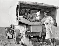 Dorothea Lange Tough Enough: Dust bowl. Vintage Pictures, Old Pictures, Old Photos, Time Pictures, Famous Photos, Rare Photos, Robert Frank, Dorothea Lange Photography, Shorpy Historical Photos
