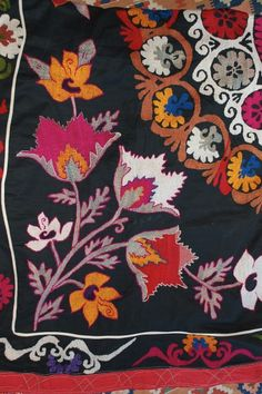 suzani flowers Textile Patterns, Textile Art, Print Patterns, Paisley Art, Indian Textiles, Oriental, Embroidery Techniques, Pattern Paper, Abstract Pattern