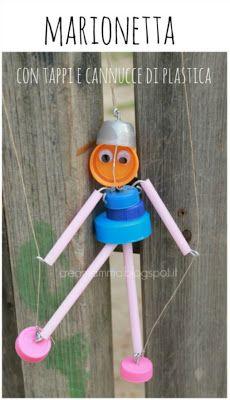 Marionetta con tappi e cannucce di plastica