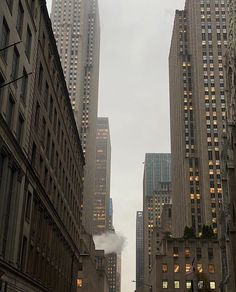 Fashion Gone rouge: Photo Minimalism Living, Modernisme, City Vibe, City Aesthetic, Gloomy Day, Dream City, Concrete Jungle, Aesthetic Pictures, New York Skyline