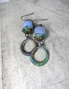 Materials:  -Peeled vintage Marvella glass pearl beads -Oxidized bead caps -Green metal rose cups -Oxidized vintage brass hoops…
