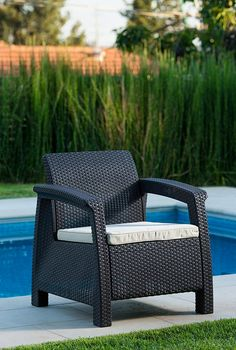 Get this Keter Corfu Wicker Brown Chair, which is extremely comfortable wicker chair with a cushion that would look perfect for your outdoor patio space. Indoor Wicker Chairs, Rattan Garden Chairs, Wicker Patio Furniture Sets, Wicker Sofa, Outdoor Chairs, Outdoor Seating, Mykonos Greece, Crete Greece, Athens Greece