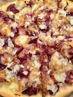Pizza cipolle rosse, patate e pecorino