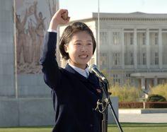 조선인민군창건 85돐경축 청년학생들의 웅변모임 진행