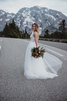 #weddingphotography #salzburgweddingphotography #salzburghochzeitsfotografie #hochzeitsfotografie #destinationwedding #salzburgweddingphotographer #salzburgphotographer #austriaweddingphotographer #weddingphotos #weddinginspiration #wanderlust #wanderlustwedding  #mountainwedding #berghochzeit #inspirationwedding #creativwedding #brideandgroom #weddingideas #adventuresession #elopementphotographer #elopement Weddingideas, Destination Wedding, Wedding Photos, Wanderlust, Wedding Inspiration, Wedding Photography, Bride, Wedding Dresses, Creative