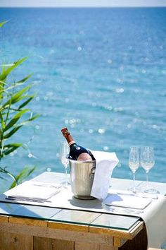 dining on blue waters