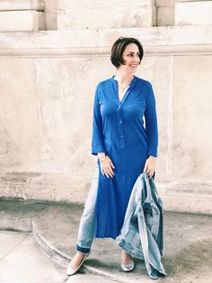 Ultimate dress-over-jeans combo - Urskastyle Dress Over Jeans, Shirt Dress, Style Fashion, Fashion Outfits, Vienna, Street Style, Shirts, Dresses, Shirtdress