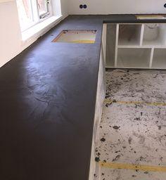 Beton Ciré Beton Ciré is een natuurlijke wand- en vloerafwerking op basis van kalk/cement en hars. Beton Ciré van Beal Mortex is 100% waterdicht, sterk, slijtvast, hygiënisch en schimmelwerend en daarmee zeer geschikt voor badkamers, keukens en vloeren maar ook voor bijvoorbeeld maatwerk aanrechtbladen en meubels. Met name in badkamers wordt Beton Ciré veel toegepast. Wilt u bijvoorbeeld echt eenContinue Reading Saint Symphorien, Concrete Counter, Tile Floor, Diy Flowers, New Homes, My House, Bathroom, Furniture, Design