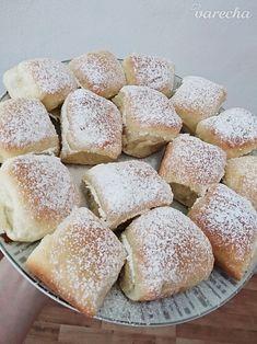 Najlepšie pečené buchty - recept | Varecha.sk Hamburger, Ale, Bread, Sweet, Food, Basket, Candy, Ale Beer, Brot