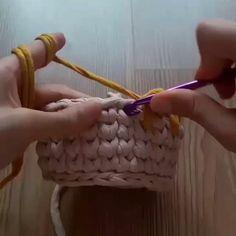 """Отличный узор в вашу копилку - """"Капли в галку""""👌🏻 #вязание #узоры #крючок #вязаниекрючком #crochet #hook #tyarn #trapillo #тпряжа #трикотажнаяпряжа video by @pontosemnooh.armarinho #полезныевидео_тпряжа"""