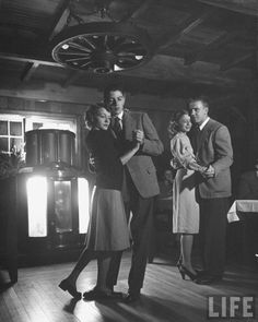 50 Romantic Images of Young and Sweet Couples in Love During the and Pin Up, Photo Print, Vintage Couples, Lindy Hop, Swing Dancing, Romantic Images, Slow Dance, Shall We Dance, 1940s Fashion