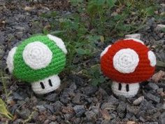 Yet Another Mario Mushroom Pattern - By Ami Amour (Free)    Very cute, very easy. Great for Beginners!