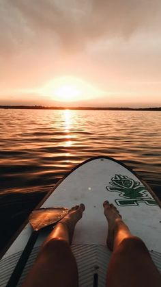 aesthetic beach picture with sunset and surf board photography summer Beach Aesthetic, Summer Aesthetic, Travel Aesthetic, Aesthetic Outfit, Aesthetic Girl, Aesthetic Pastel, Aesthetic Collage, Summer Pictures, Beach Pictures