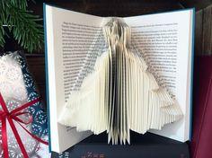 Weihnachtsbaum  gefaltete Buchkunst  Upcycling / von PaperArtSabine
