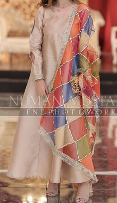 At a mehndi - Indian outfits - Design Designer Party Wear Dresses, Kurti Designs Party Wear, Indian Designer Outfits, Kurta Designs, Indian Outfits, Designer Wear, Beautiful Pakistani Dresses, Pakistani Formal Dresses, Pakistani Dress Design