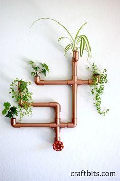 Vase fleur mural en tuyaux de cuivre